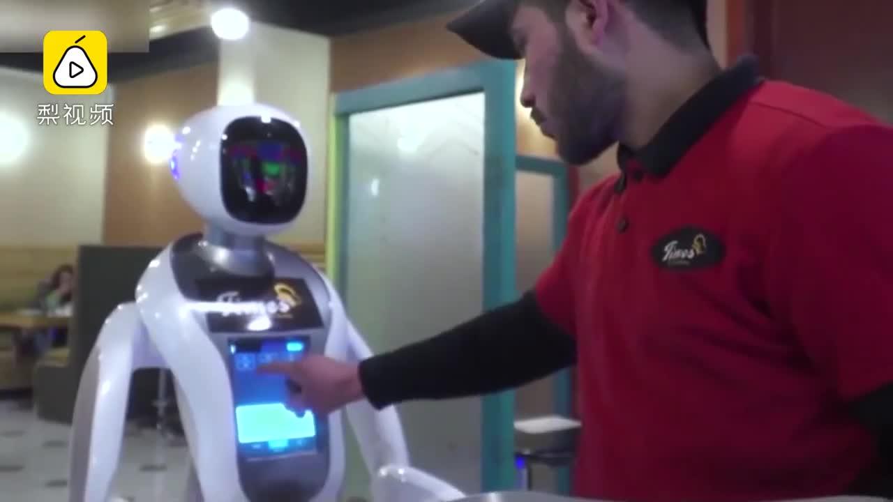 阿富汗首个机器人女服务员:希望激起长期冲突中 年轻人的科技兴趣