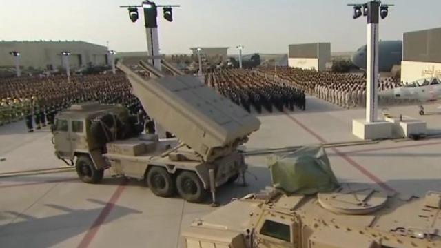 4国明星装备亮相阿联酋阅兵 中国火箭炮独领风骚