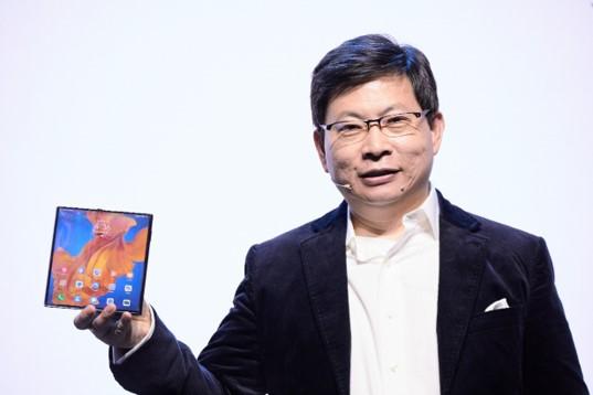 华为正式发布折叠屏手机MateXs 售价2499欧元起