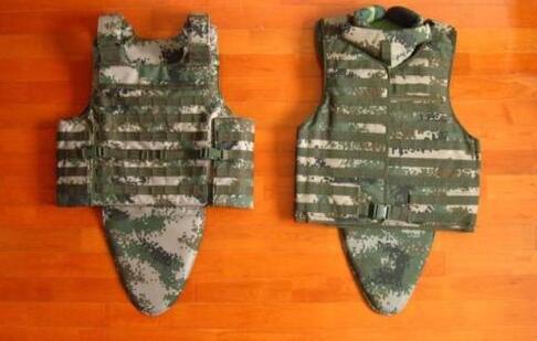 中国为何采购140万套防弹衣?陈虎:为战士提供双重保障