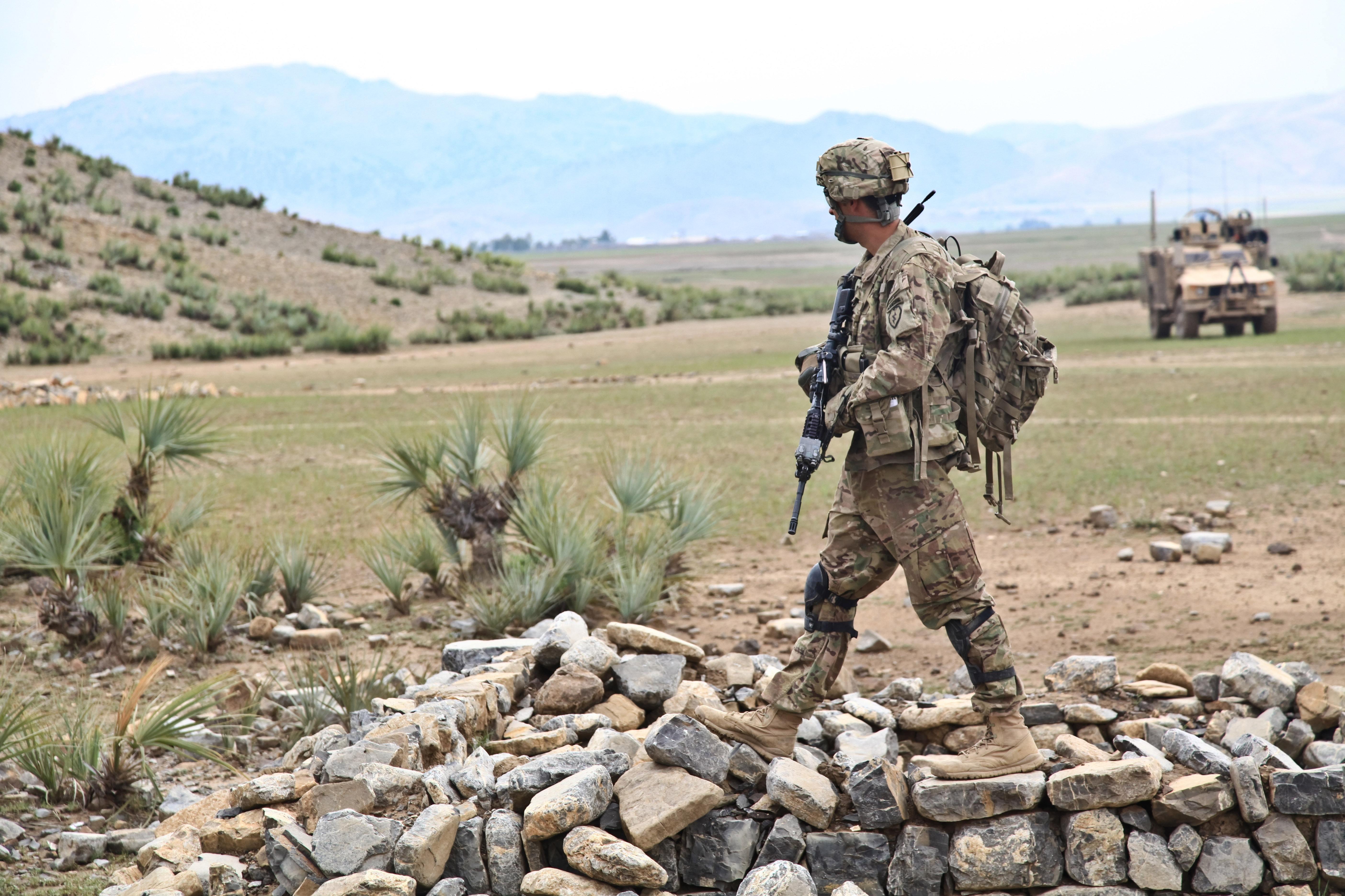 """阿富汗战争:美国为何重蹈""""当代越战""""覆辙?"""
