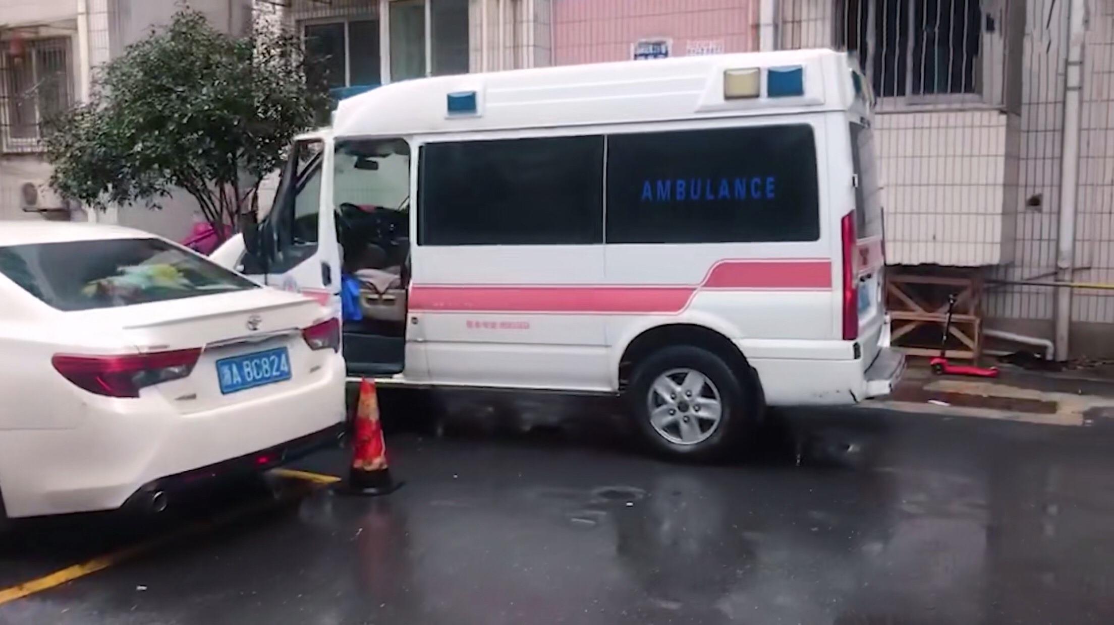 杭州隔离日记:被救护车带走后 ,小区居民传我去世了