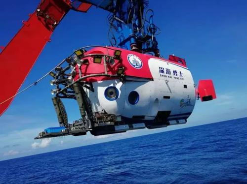 """""""深海勇士""""三亚吊装上船 将赴南海开启鼠年首个航次"""