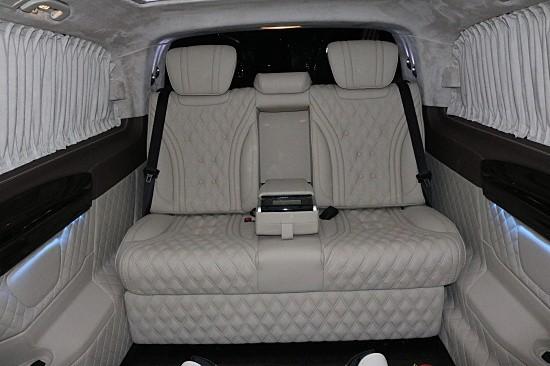 新款迈巴赫VS680七座商务车 双拼色好显眼