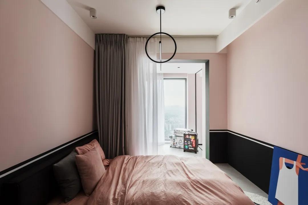 朋克与粉色同在 单身公寓这样装时髦极了