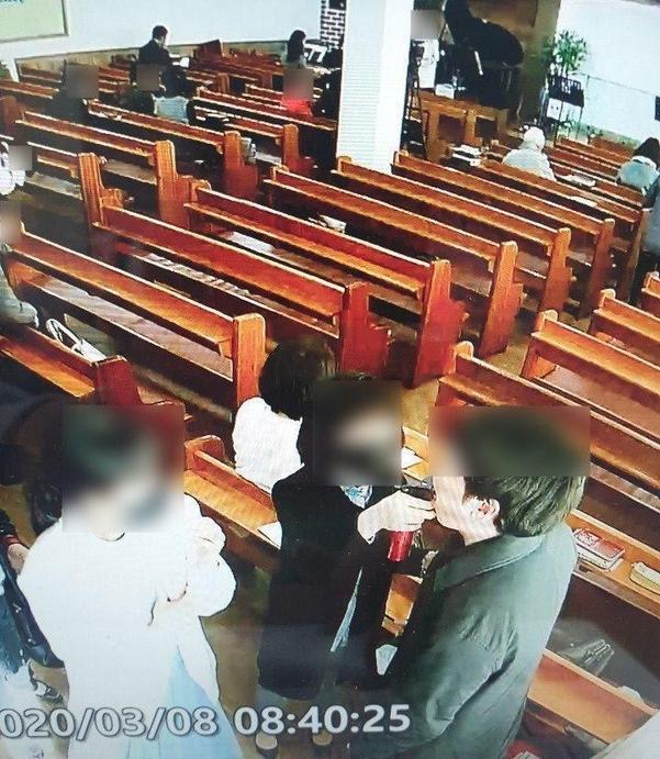 韩国一教会用喷壶给教徒嘴里消毒 48人确诊