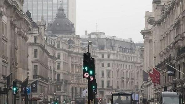 伦敦封城第一天:有反对有恐慌 街上却无人戴口罩