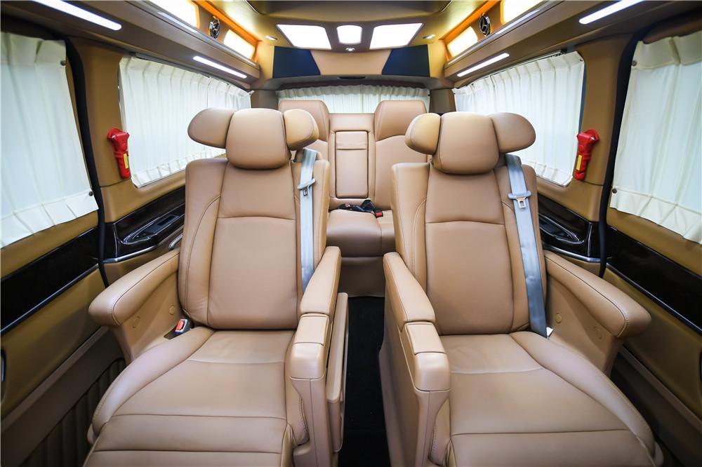 奔驰商务车V260L奢华商务顶级改造  电话:15088779054