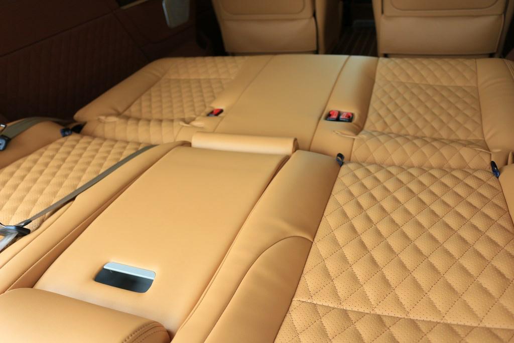 奔驰v级v260L改装商务车现车巨惠  联络电话:15088779054
