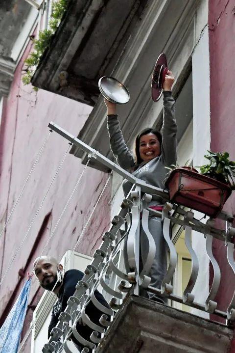 意大利:歌声逐渐消失,封城三周后人们开始慌了?