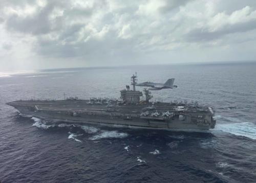 """""""罗斯福""""号航母――美军两难境地的象征 舰长求援被免职"""