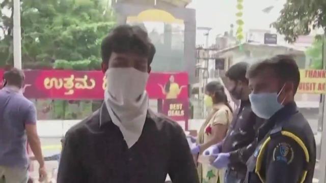 印度务工人员返乡后 恐引发农村疫情暴发