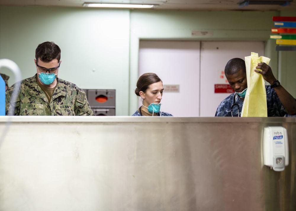 美军仁慈号医疗船开始接收转运患者 现场画面曝光
