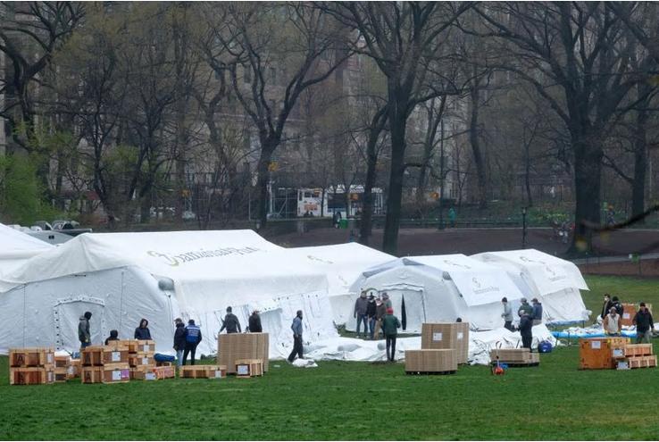 纽约各大医院人满为患 标志性景点公园建野战医院