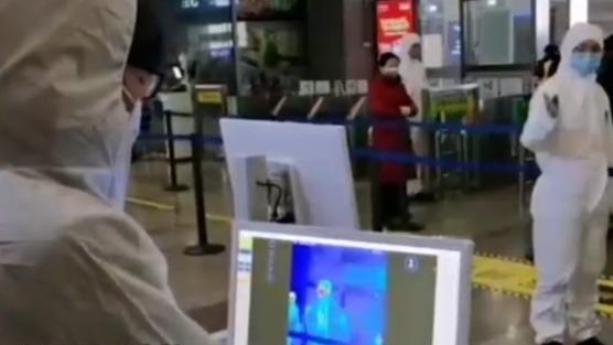 低龄留学儿童回国难 家长判开通商务包机
