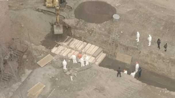 纽约一天死亡437例 囚犯被征用在无人岛挖万人坑