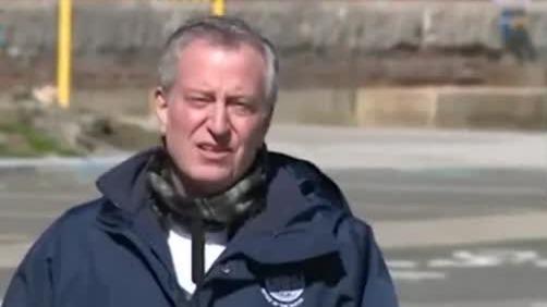 纽约市长公开谴责仇视华裔 呼吁人们举报:绝不容忍