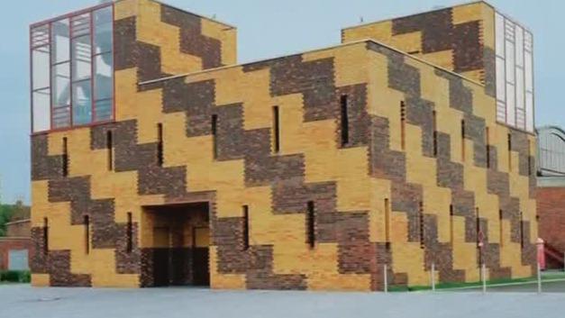 砖块在建筑中有保护与装饰的作用 并满足不同的建筑品味