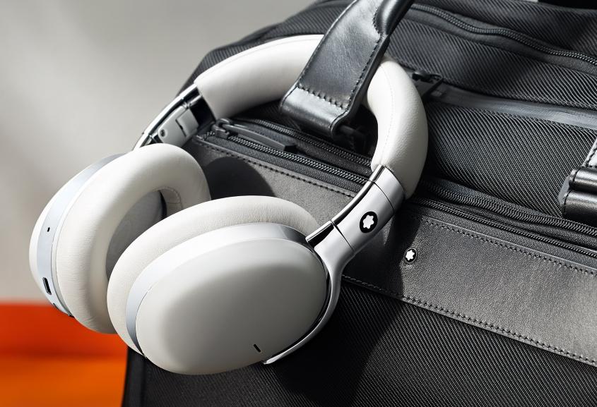 万宝龙推出品牌首款无线智能耳机