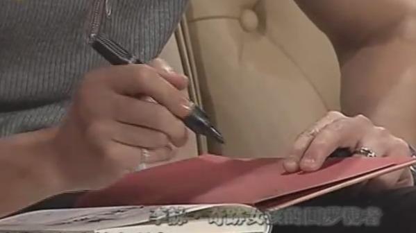李咏给董小祺送上一套《哈利波特》 并且附上亲笔签名