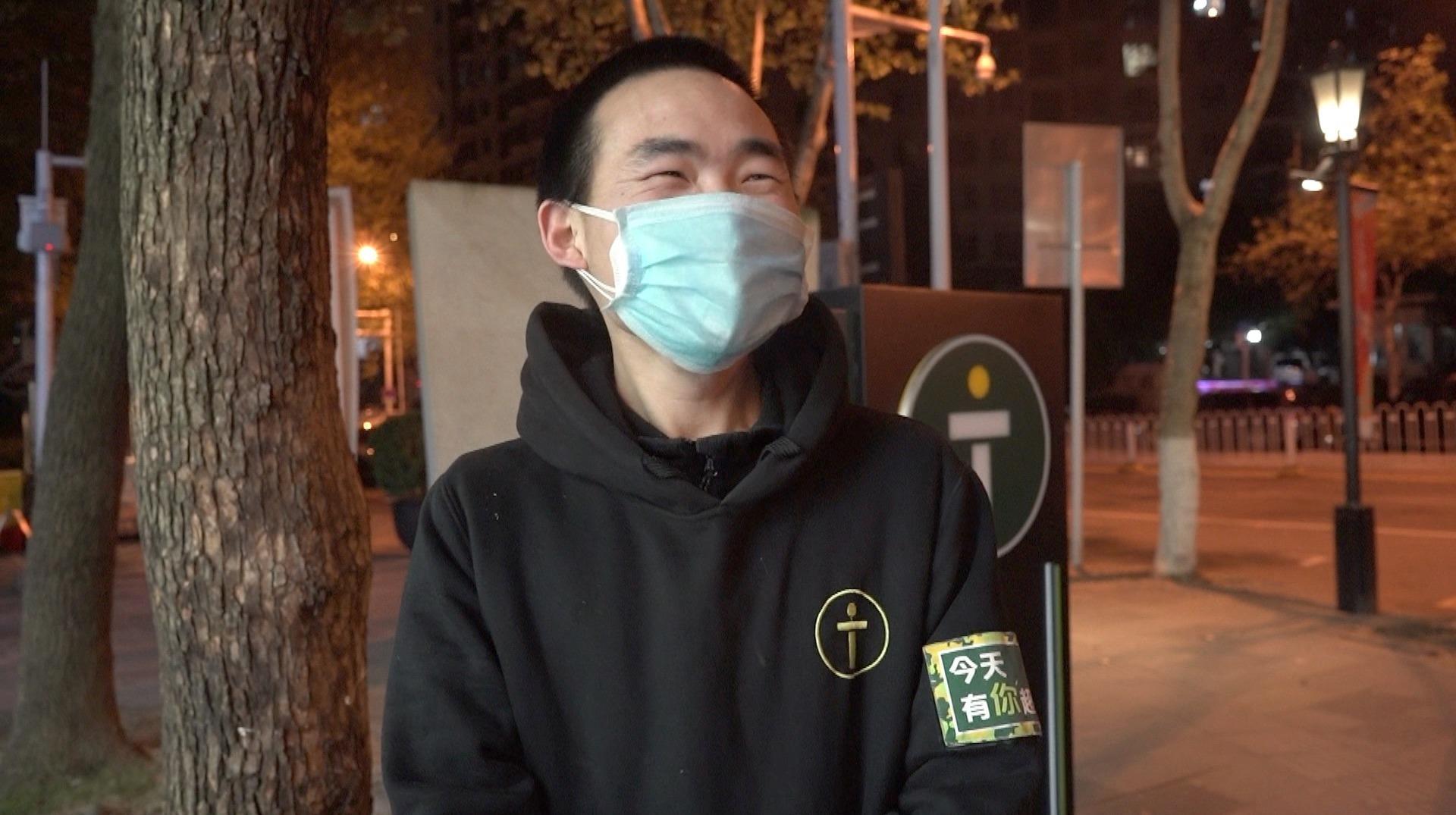 武汉解封后的日常,便利店单身小哥:我就想找女朋友