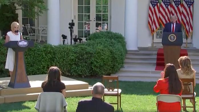 白宫信仰顾问宣布疫情胜利:以耶稣之名宣布胜利