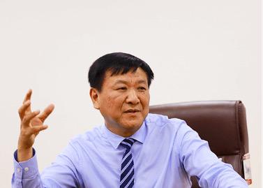 """违规占款46亿!下载雷火电竞神秘富豪杨寿海""""钱紧""""?去年身家缩水7亿"""