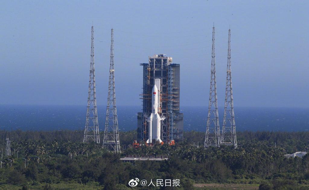 """据中国载人航天工程办公室消息,2020年5月5日18时,为我国载人空间站工程研制的长征五号B运载火箭,成功将搭载的新一代载人飞船试验船和柔性充气式货物返回舱试验舱送入预定轨道,首飞任务取得圆满成功,实现空间站阶段飞行任务首战告捷,也拉开了我国载人航天工程""""第三步""""任务序幕。自1999年神舟一号发射以来,我国载人航天工程已先后组织实施16次重大飞行任务,全部取得成功。(余建斌 刘诗瑶)"""