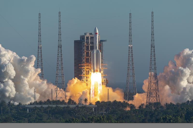 长征5B首飞成功令中国火箭比肩美俄 近地运载22吨