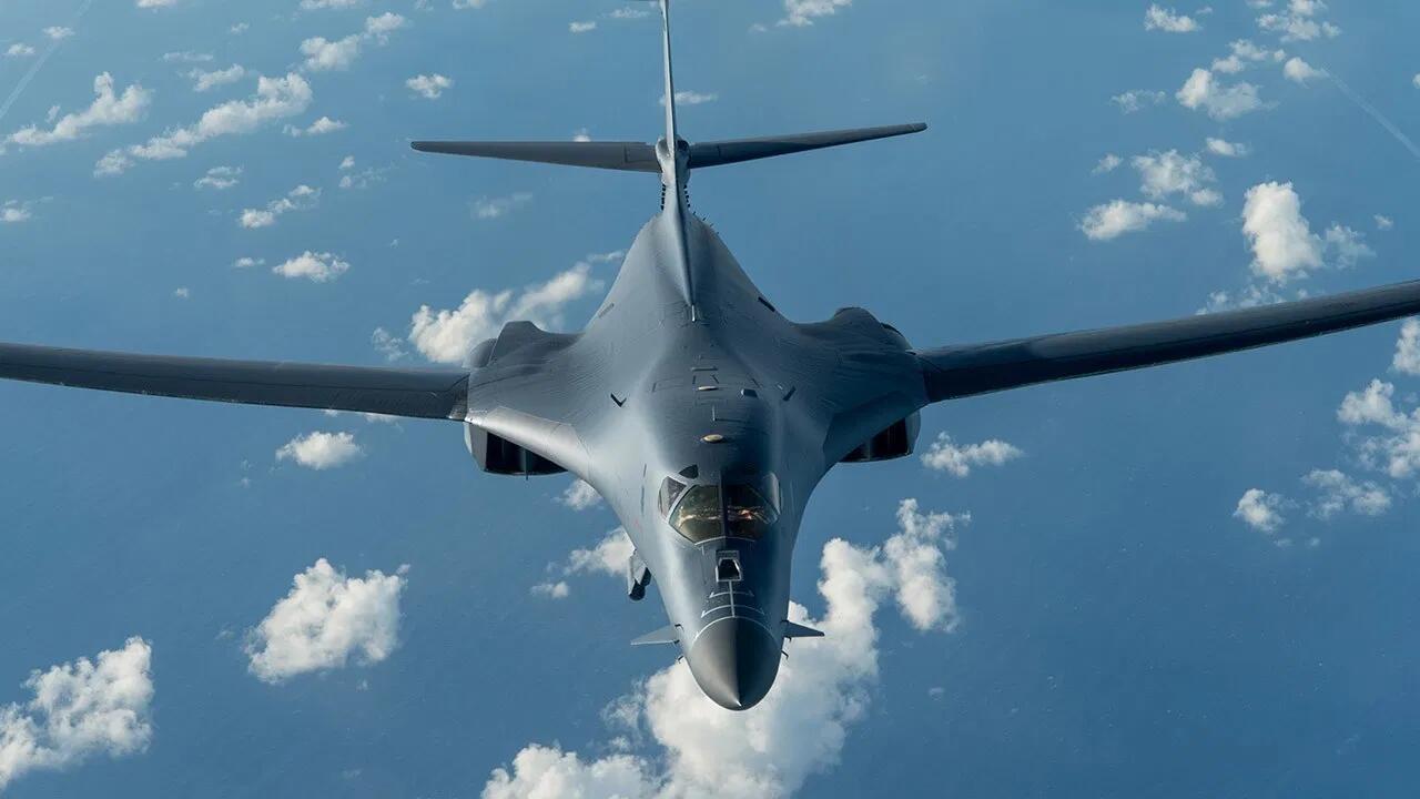 """疫情之下美空军还坚持""""秀肌肉"""" 将三款战略轰炸机全派往欧洲"""