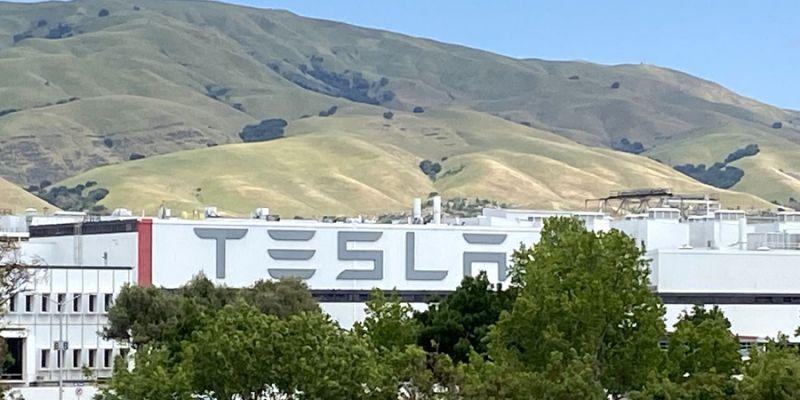 针锋相对,政府命令特斯拉加州工厂停止复工