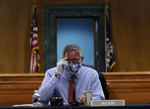 美参议院情报主席被FBI突袭 ,竟是中特朗普圈套?