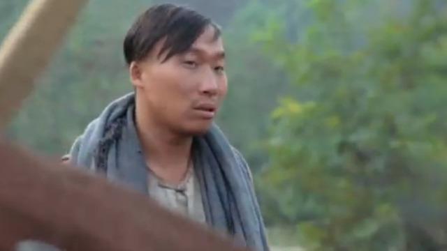 马保财没看见陈小宝很担心 怎料他在偷偷摘果子