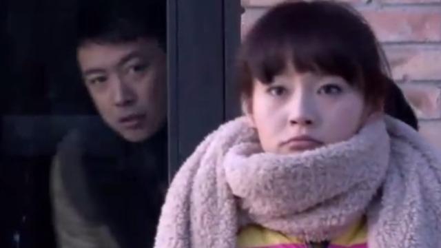 晓东在单位门口故意躲着悠悠 接下来的一幕太甜了!