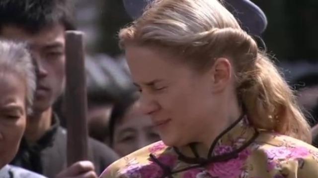 杨家掌门出手动私刑  娜达莎不忍直视情郎被打