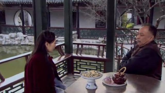 沈芳青睐杨德龙 小时候偷偷拜堂成亲 却遭沈管家反驳