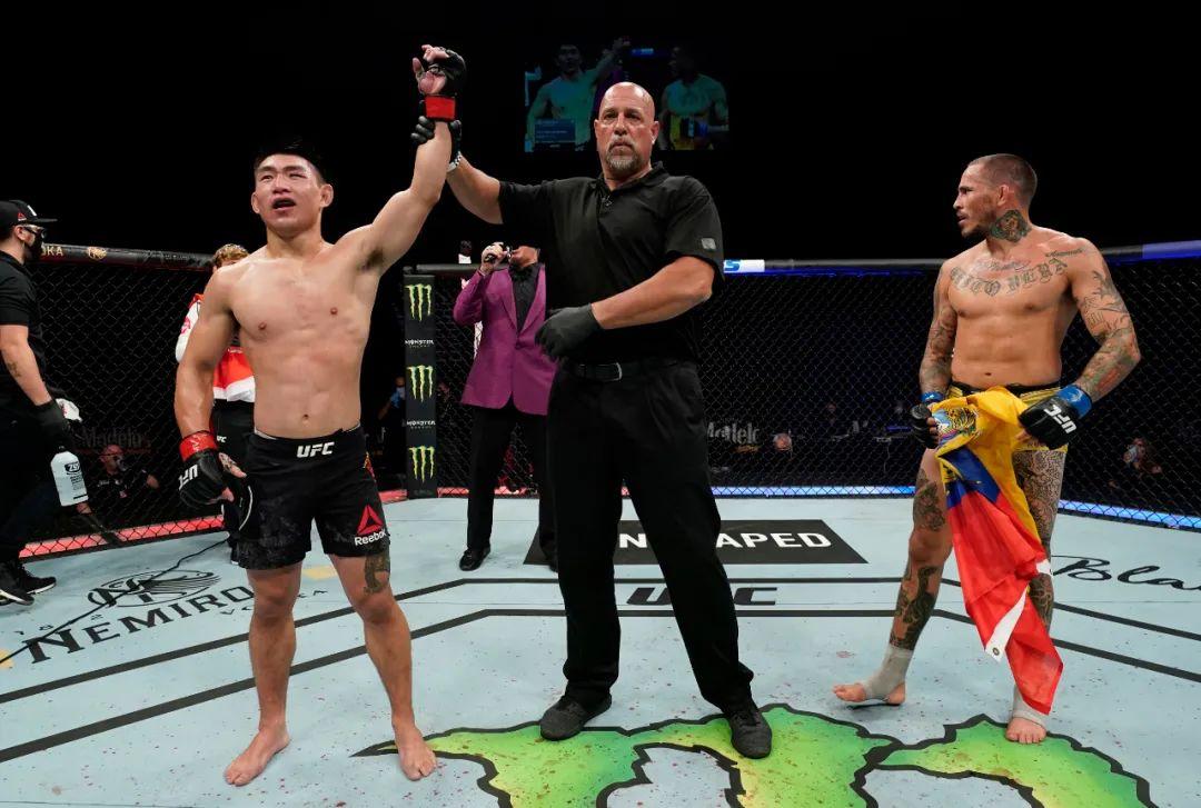 中国UFC第一人缔造历史!赛前最大难题惊动特朗普