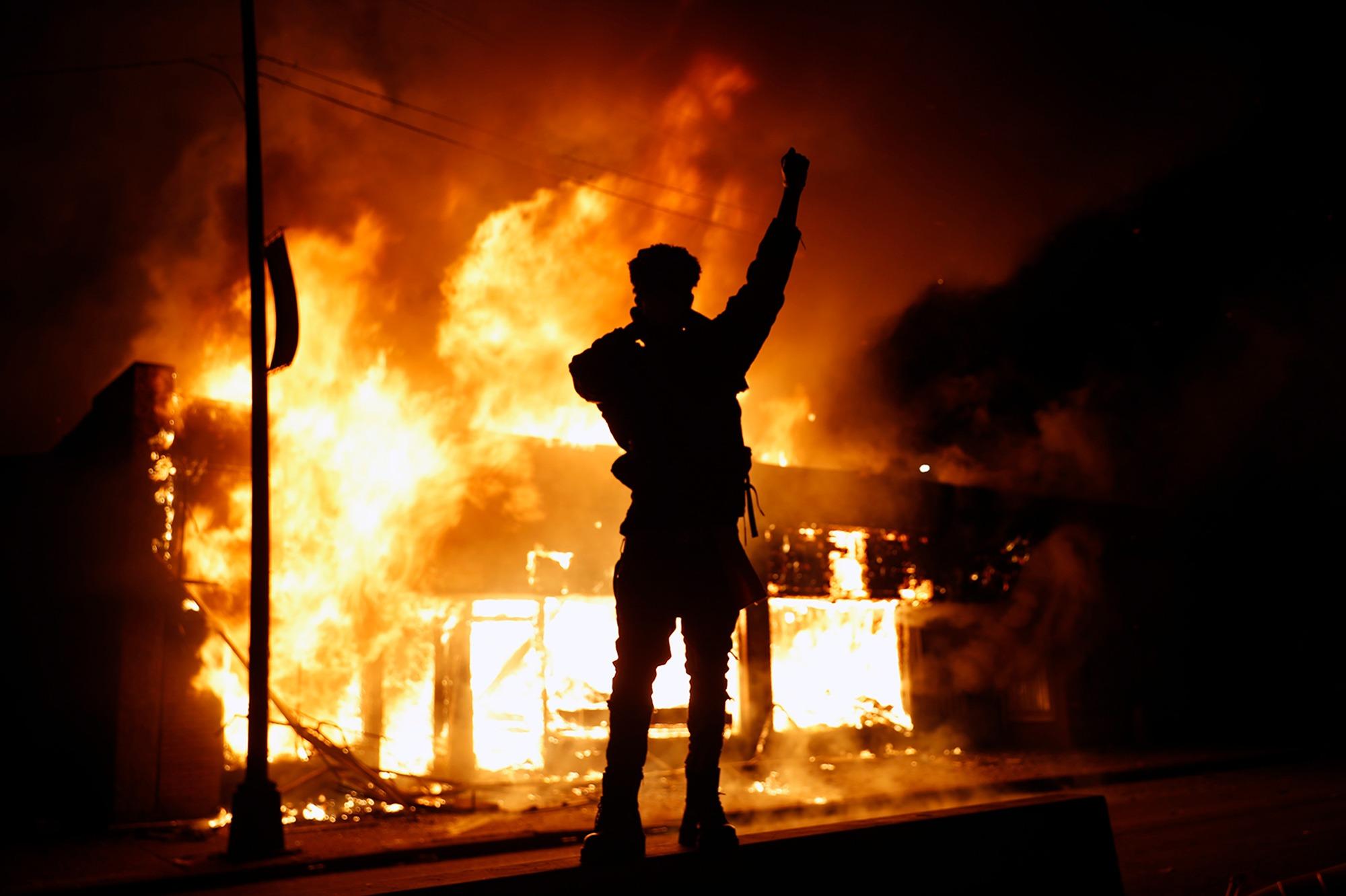【ftx】_明尼阿波利斯骚乱50人被捕 国民警卫队将派1700名士兵维持秩序