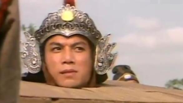 三兄弟拦下刘高看管的囚车 花荣趁机从囚车里跳出来