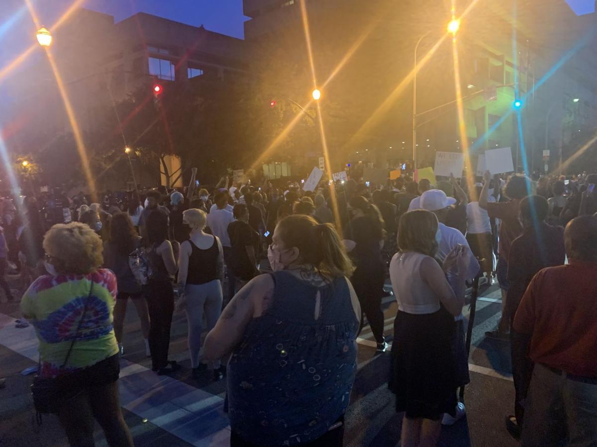 美国肯塔基州抗议活动现场发生枪击事件 至少7人中枪