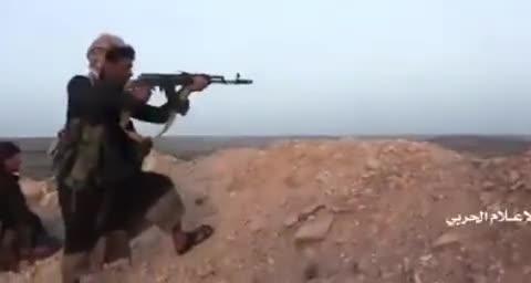 战场画面:也门胡塞武装地面进攻沙特联军据点