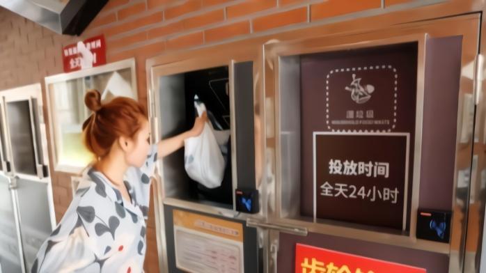 上海小区启用24小时智能垃圾厢房