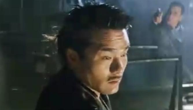 """""""龙哥""""被自己的弟弟出卖 对方甚至对他开枪"""