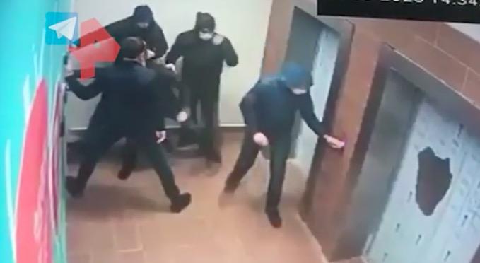 【qkl【23】_莫斯科枪战追捕视频曝光:1名警察单挑5名嫌犯