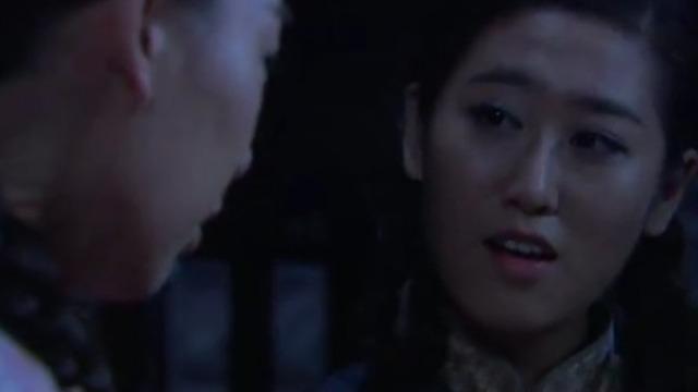 小芹和珊珊不愿当日本人的走狗 于是趁着夜色逃出奇门