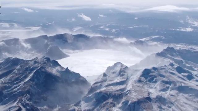 超震撼!一段航拍带你看捧在2189米高空的20亿吨水