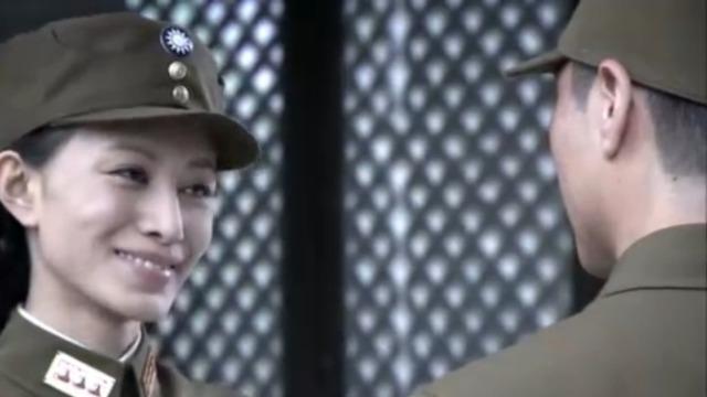 白专员拿刘副官立威 用计夺去铁门另一把钥匙