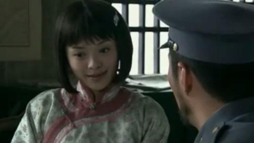 古思华去彭大头军营里打探消息 彭大头却在一旁一脸殷勤