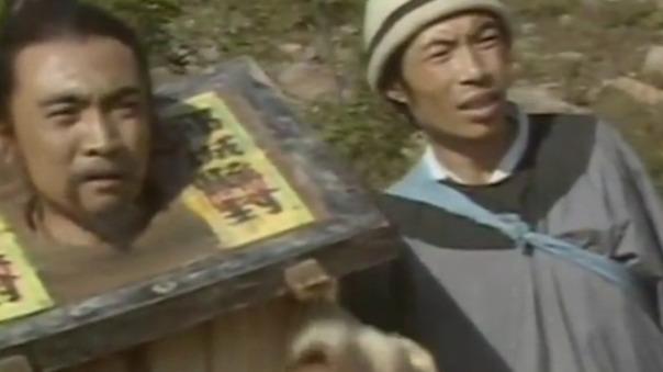 宋江在酒馆暴露了钱财 店家竟在他的酒里下药