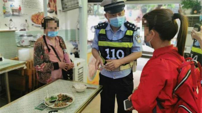 女子在重庆吃饭强调不要放辣 回锅肉里吃到青椒后愤然报警